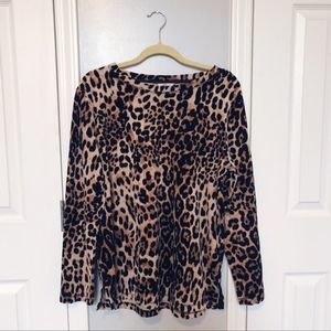 🌿 3/$15 Sale! Leopard Print Velour Top